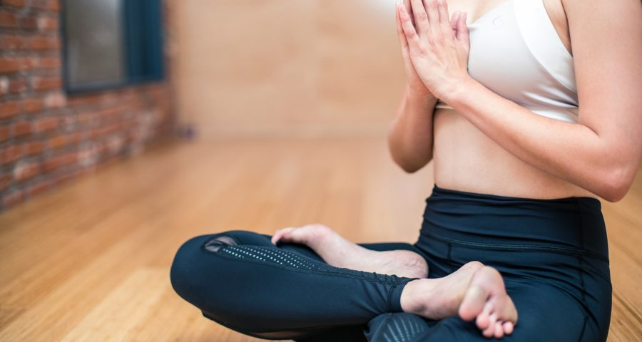 Yoga betend meditierend